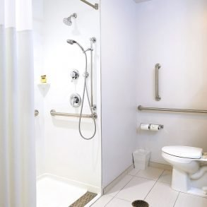 Hammondsport Hotel Accessible 1 King with Roll in Shower